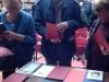 Il pubblico ritira felice le pubblicazioni promosse dalla nostra Associazione.