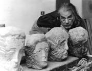 Lo scultore toscano Venturino Venturi (1918-2002).